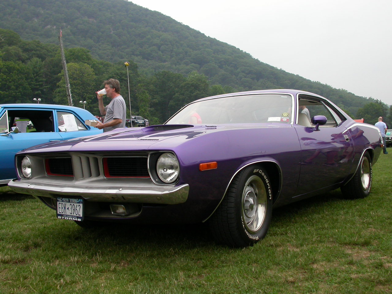 Cuda 340 Hemi at Bear Mountain Inn Car Show